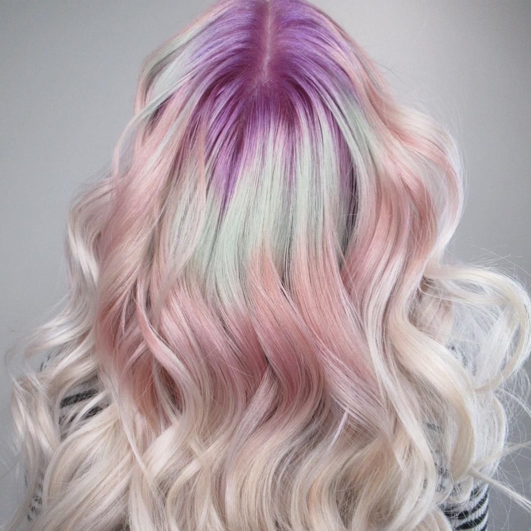 """""""Rădăcini de cristal"""" – cel mai nou trend în colorarea părului de pe Instagram (GALERIE FOTO)"""
