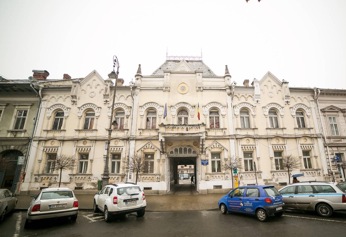 Cât trebuie să plătești pentru a deveni proprietarul Palatului Copiilor din Arad? Se află la doi pași de primărie și cuprinde aproape 40 de camere