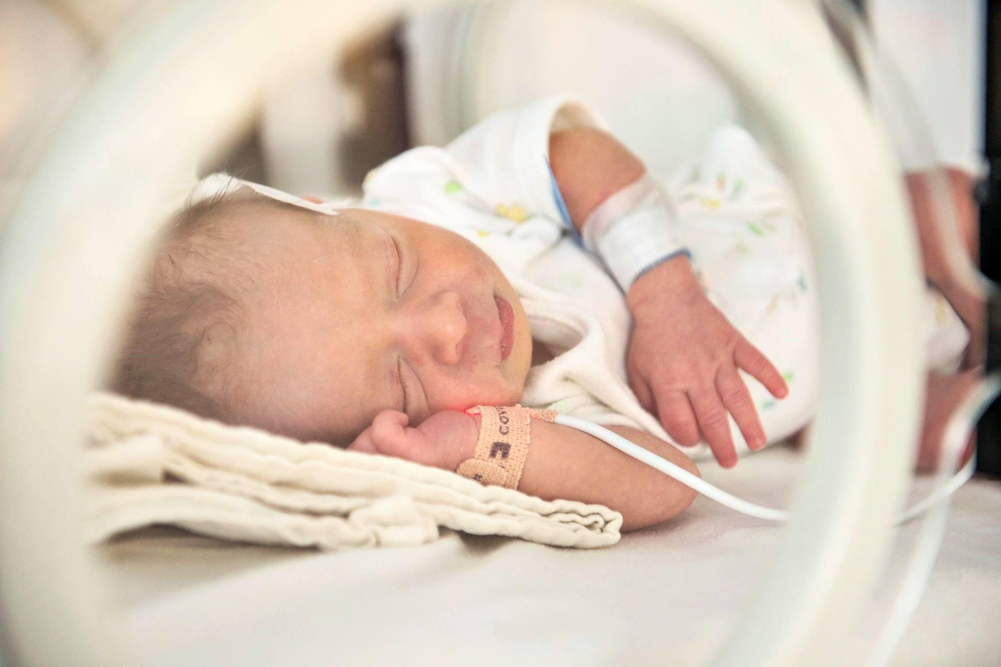 (P) Incubatorul de bine sau cum se dă luptă pentru viață a unui copil născut prematur