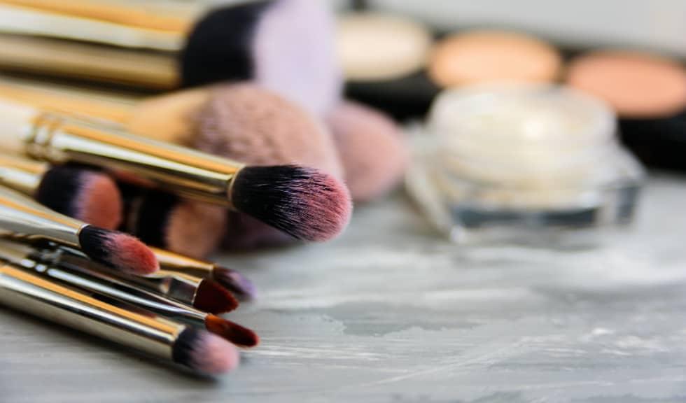 Modul corect prin care să îți cureți accesoriile de make-up