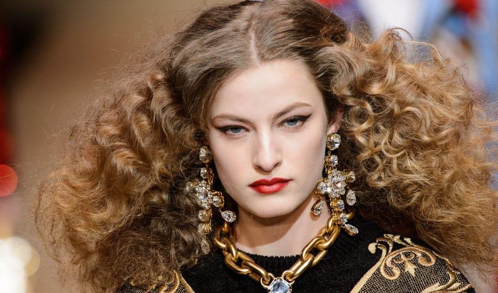 Cum să îți deschizi culoarea părului folosind ingrediente naturale