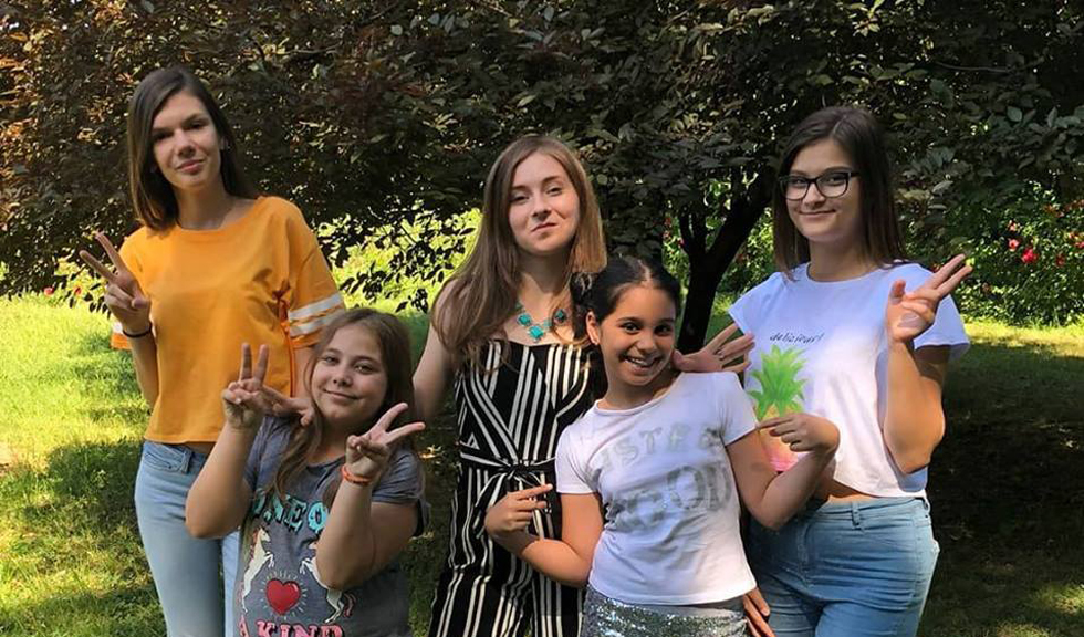 Sisterhood: patru fetițe au lansat primul imn feminist din România