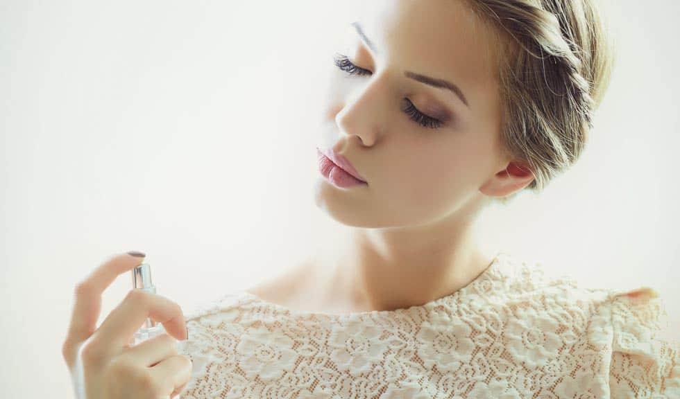 (P) Parfumurile potrivite pentru petrecerile de final de an se găsesc la Notino