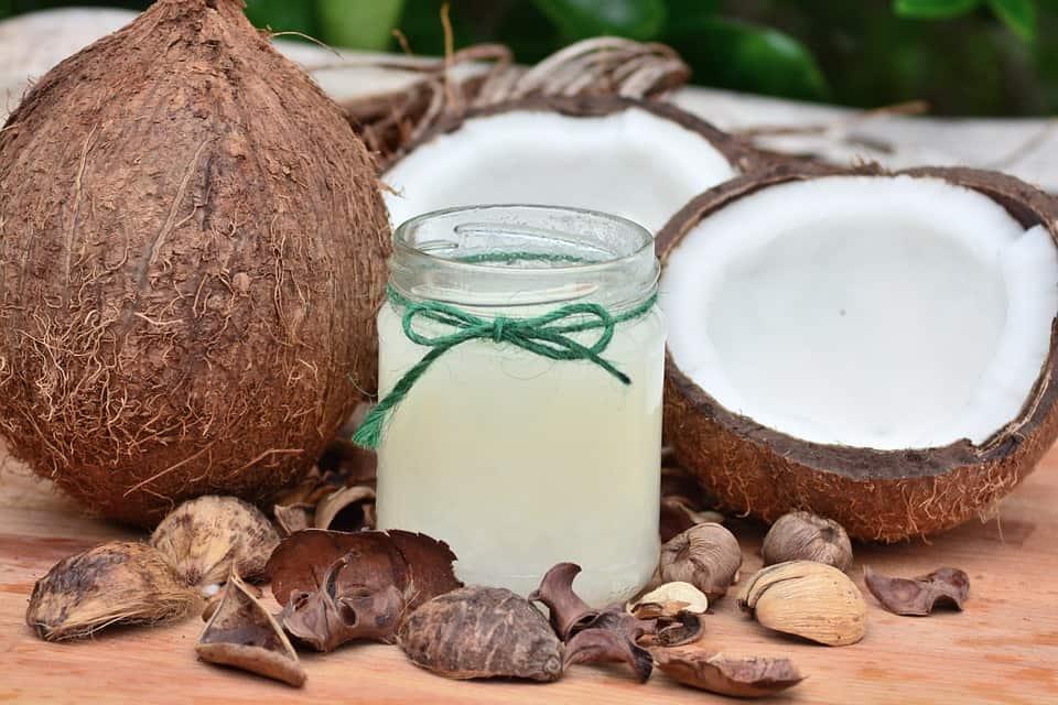 (P) Beauty routine: 5 utilizări neașteptate ale uleiului de cocos pentru îngrijirea pielii