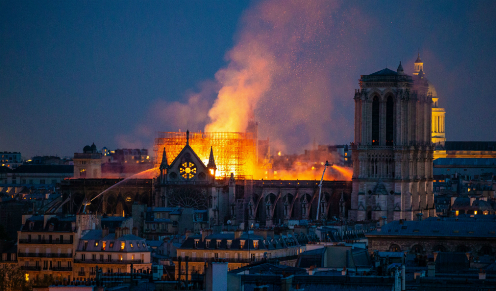 Catedrala Notre-Dame, devastată de un incendiu puternic. Imaginile care îți vor frânge inima