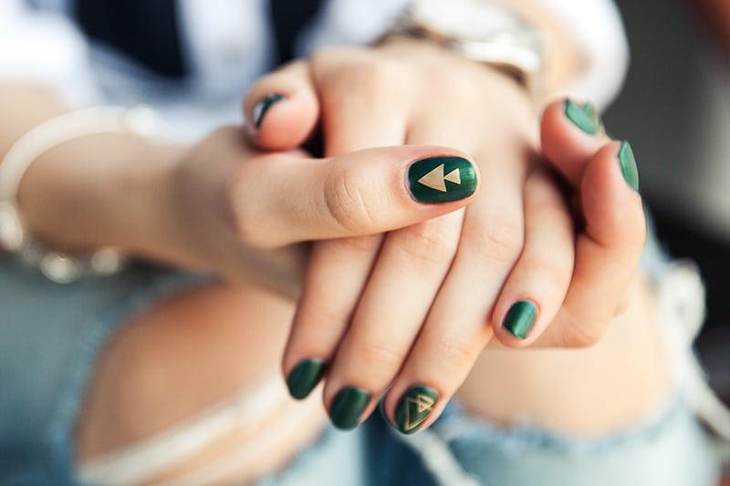 (P) Spuneţi adio plictiselii! Ce nuanțe netradiționale de manichiură sunt acum la modă?