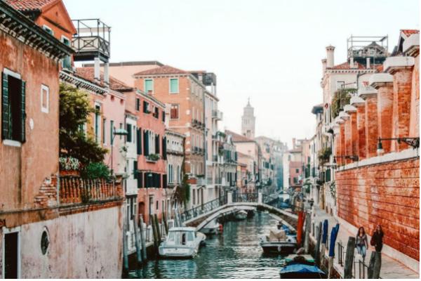 10 dintre cele mai romantice destinații din Europa pe care merită să le explorezi alături de partener